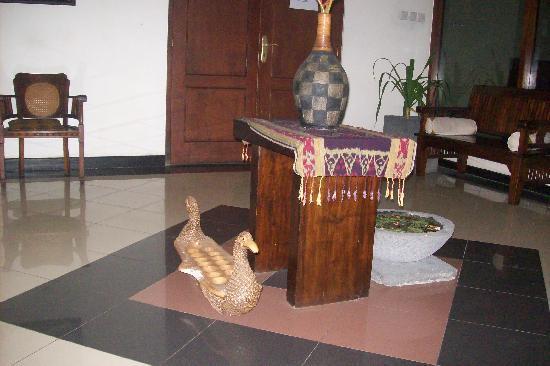Cendana Hotel: lobby area