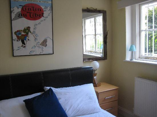 Griffin House Holiday Apartments : Comfy, light bedroom
