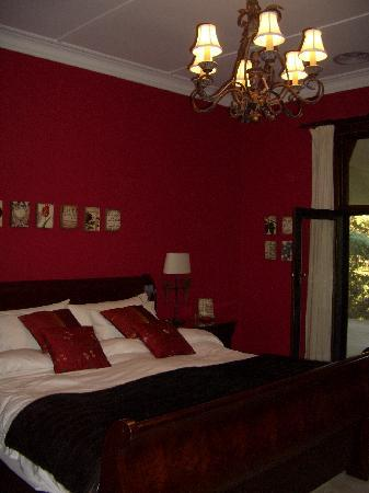 Bishop's Court Estate Boutique Hotel: Red bedroom