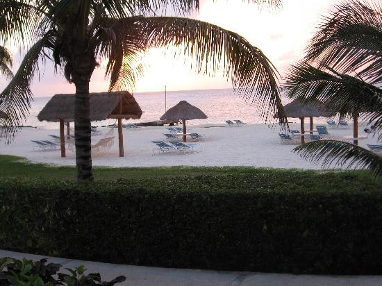 Presidente Inter-Continental Cozumel Resort & Spa: Sunset view from room