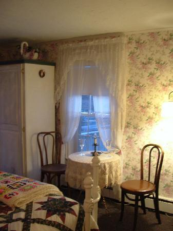White Swan Bed and Breakfast: Sit and have a cup of tea!