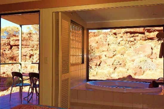Kings Canyon Resort: la terrasse et le jacuzzi