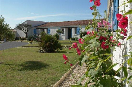 Île d'Oléron, France : Vue des chambres côté piscine