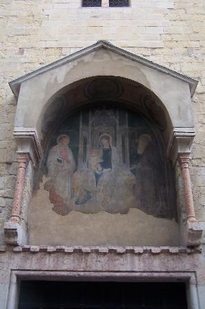 S. Giovanni in Valle: L'ingresso principale non in uso