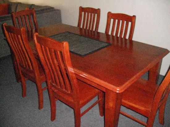 Anchor Down Apartments: Dining table, very comfy seats