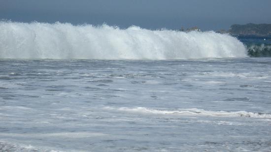 Tesoro Ixtapa: Waves can get quite big!
