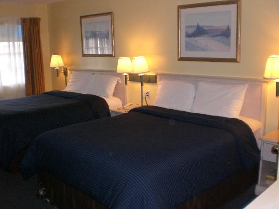 Pacific View Inn & Suites: Double room