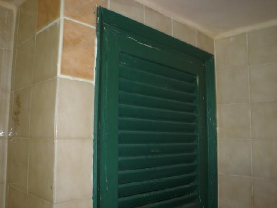 H TOP Gran Casino Royal : Bathroom vent to next door!