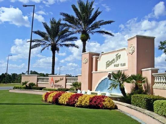 Falcon's Fire Golf Club: Fountains