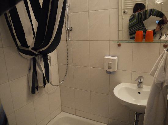 City Hotel Köln: Ein winziges Bad