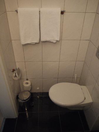 City Hotel Köln: Das Bad ist klein