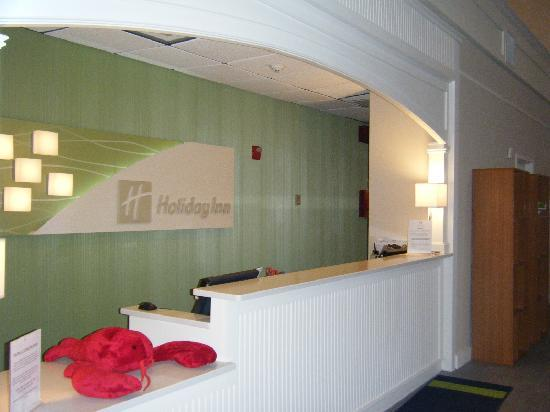 Holiday Inn Cape Cod-Falmouth: Front Desk