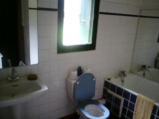 """Mas Bazan: Salle de bains """"Petite maison"""""""