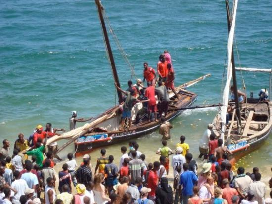 Lamu, Kenya: the winner's boat is sunk