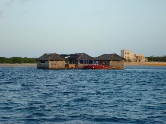 Isla de Lamu, Kenia: the Famous Pontoon--floating restaurant