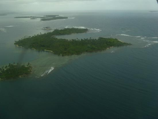 Dolphin Lodge Uaguinega: Flying into the San Blas Islands