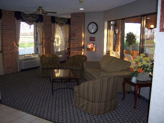 Baymont Inn & Suites Boone: Front desk area with pool area to right and business center behind to left.