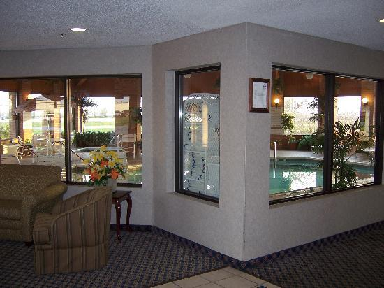 Baymont Inn and Suites Boone: Enclosed pool and jacuzzi area. Open 8am-10pm.