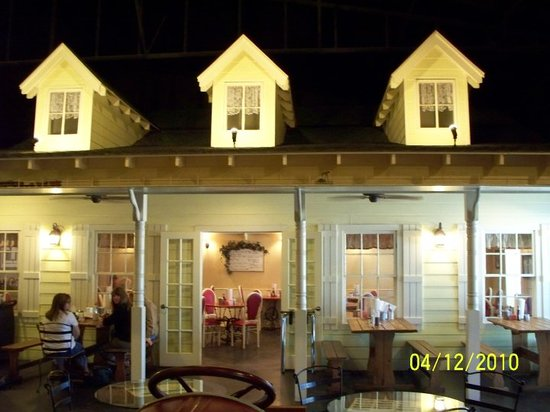 Farmhouse Restaurant: Inside the restaurant