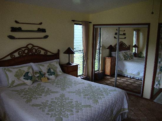 Coconut Cottage Bed & Breakfast: The King Size Bed in the Grand Pineapple Suite