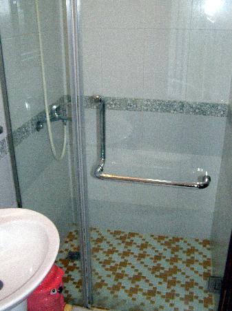 Hanoi Ciao Hotel: The shower