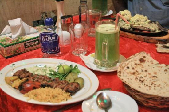 Шираз, Иран: Day 28 Shiraz 76 Kebab Lunch Sharzeh Traditional Restaurant