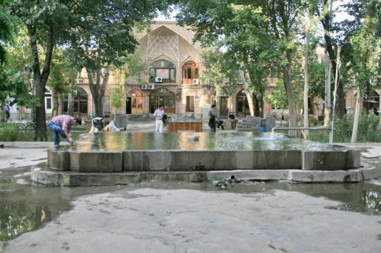 Табриз, Иран: Day 36e Tabriz 40 Bazaar, Courtyard (Sara), with Caravanserai