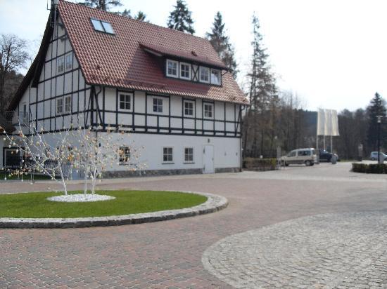 Dwor Oliwski Hotel: Hotel buildings.