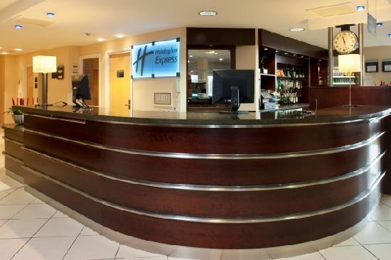 Holiday Inn Express Dunfermline: Hotel Reception