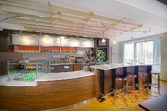 Courtyard Chesapeake Greenbrier: Evening restaraunt and lounge