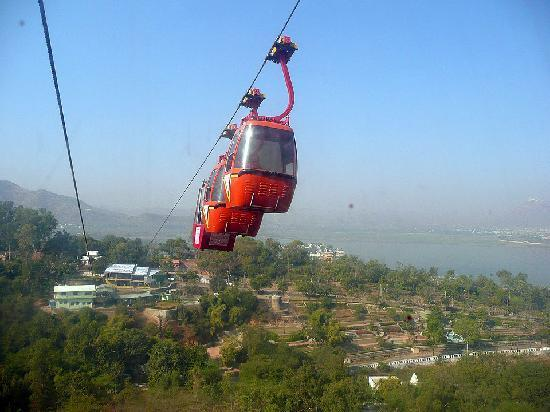 Machla Magra (Fish Hill) : Cable car from Deen Dayal Park to top of Fish Hill