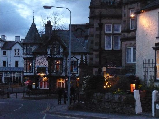 Eastbourne Guest House: Bowness on Windermere at night