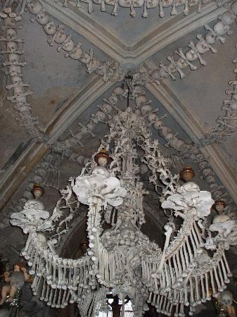 Kutna Hora, Tsjekkia: Kostnice Ossuary, Chandelier