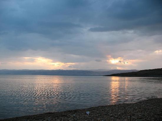 Holiday Inn Resort Dead Sea: Sunset at the beach