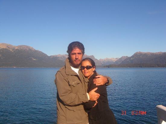Hosteria La Posta del Cazador: Gonzalo y yo en el lago