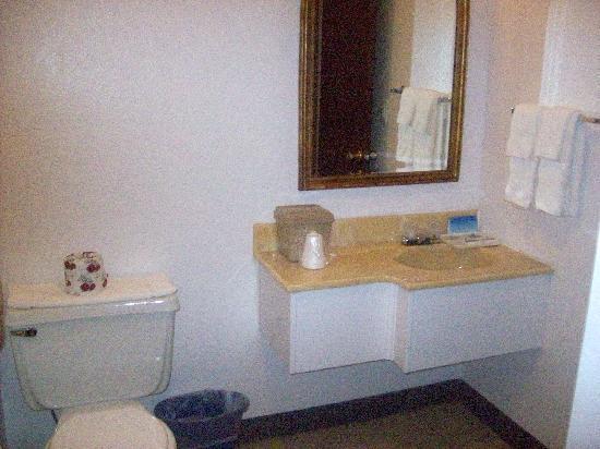 Travelodge Newport: Bathroom