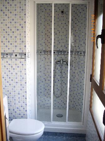 Hostal Abastos : baños reformado  todo completo