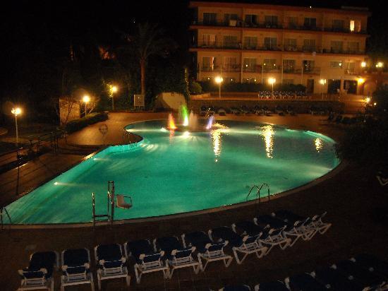 Valentin Park Clubhotel: piscine la nuit