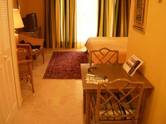 Oliva Nova Beach & Golf Hotel: Habitación