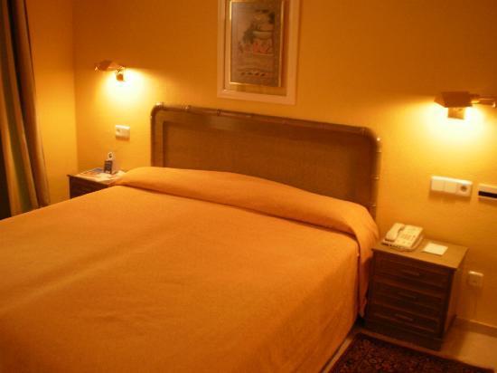 Oliva Nova Beach & Golf Hotel: Cama