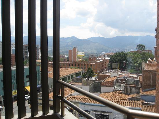 Aparta Suite Torre Poblado: View from balcony