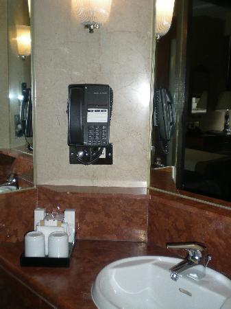 Radisson Blu Edwardian Hampshire Hotel: Bathroom
