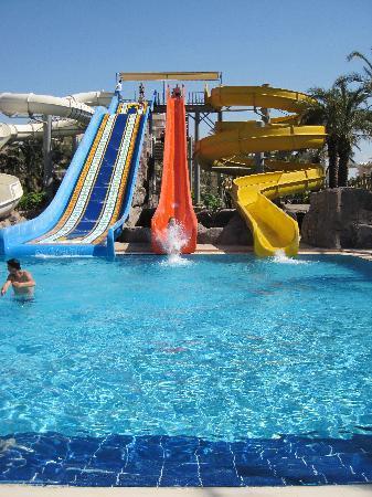 Royal Wings Hotel: piscines loisir