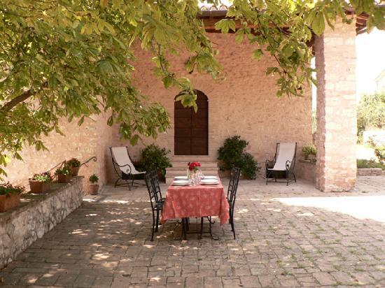La Palombaia - Holiday Homes: A courtyard