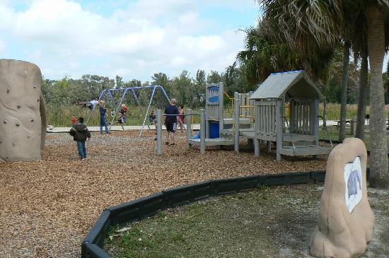 Lakes Regional Park : playground