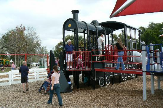 Lakes Regional Park : playground with train
