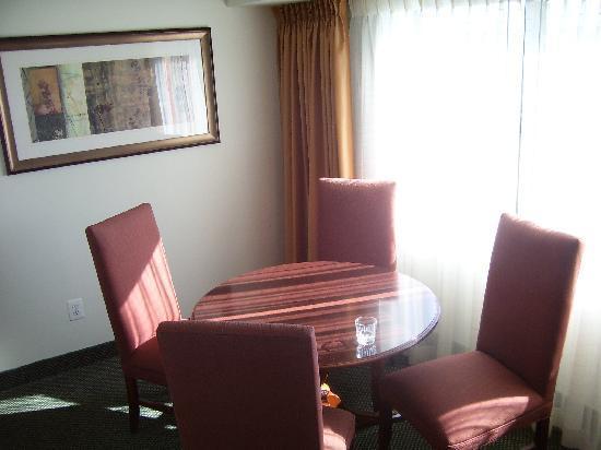 Washington Suites Alexandria: Dining Area