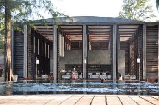 Costa Lanta: Pool and restaurant