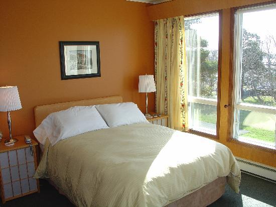 Stonewall Inn B&B : The Nina Room with ocean view