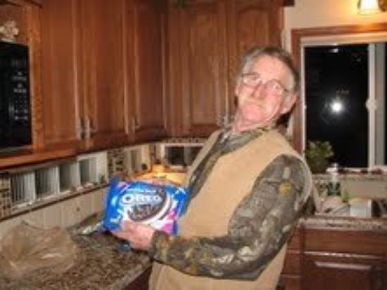 Oregon City, OR: Uncle Doug....must run in the family we all love oreo's..Ha Ha Ha